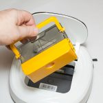 Test-Ecovacs-Deebot-D45-Schmutzbehaelter-entnehmen