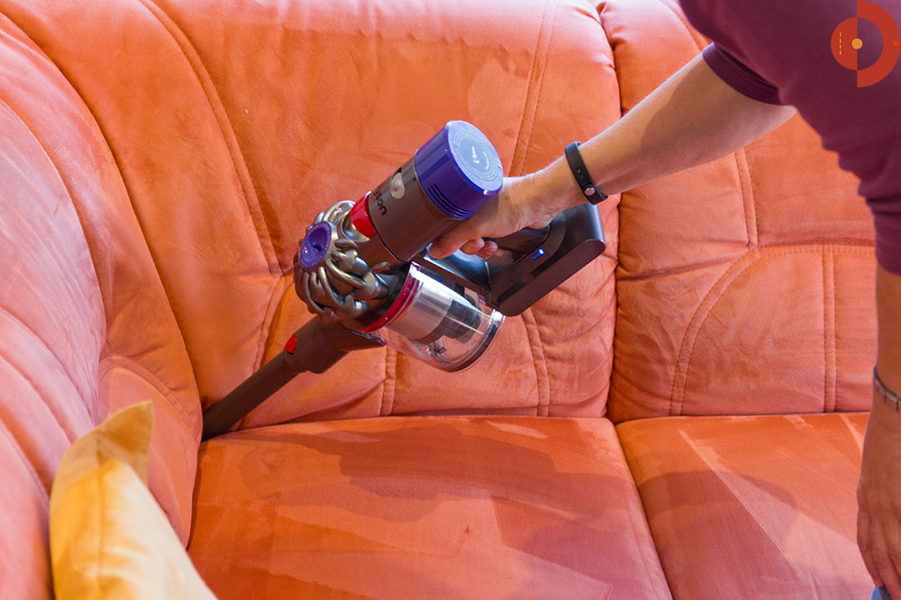 test-dyson-v8-absolute-couch-fugenduese