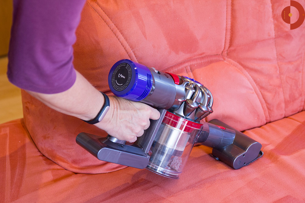 test-dyson-v8-absolute-couch-mini-buerste