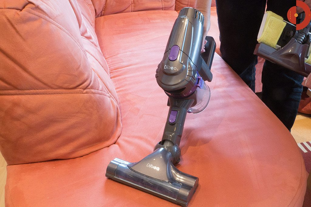 Dibea-F6-Akku-Staubsauger-Test-Handstaubsauger-Couch-2