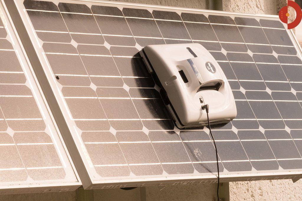 Fensterputzroboter-Test-Cop-Roce-X6-Solarmodule-reinigen