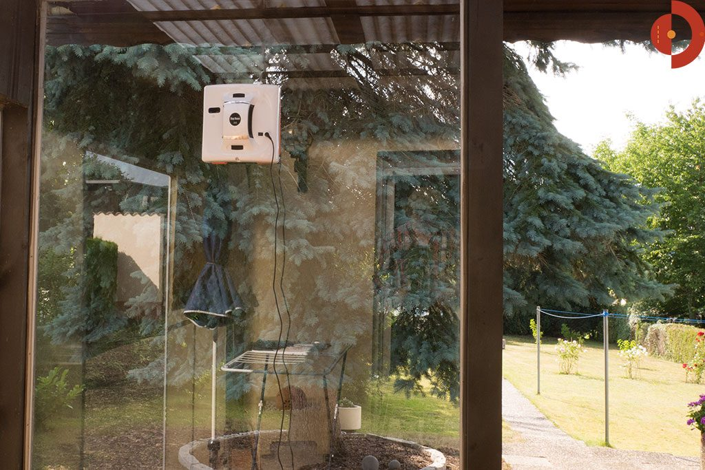 Fensterputzroboter-Test-Cop-Roce-X6-grosse-glasscheibe