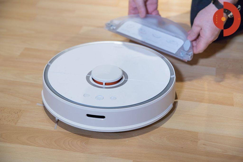 Xiaomi-Roborock-Robotic-Vacuum-Cleaner-Testbericht-Wischaufsatz-anbringen