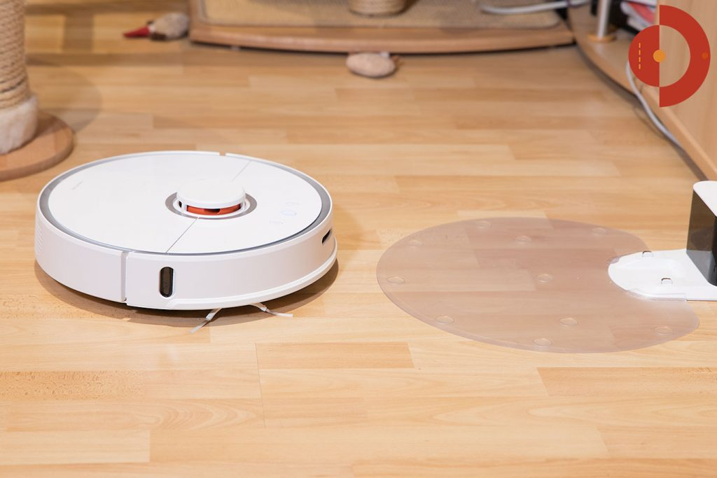 Xiaomi-Roborock-Robotic-Vacuum-Cleaner-Testbericht-an-Landestation2