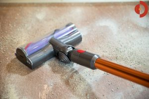 Dyson-Cyclone-V10-Absolute-Test-Saugtest-Hartboden