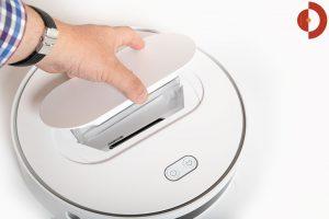 360-S6-Robot-Vacuum-Cleaner-Test-Schmutzbehaeltere-entnehmen