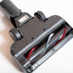 Akkustaubsauger-AEG-FX9-1-IBM-Test-Elektrobuerste-Unteransicht