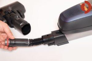 Akkustaubsauger-AEG-FX9-1-IBM-Test-Schlauch-eingebaut