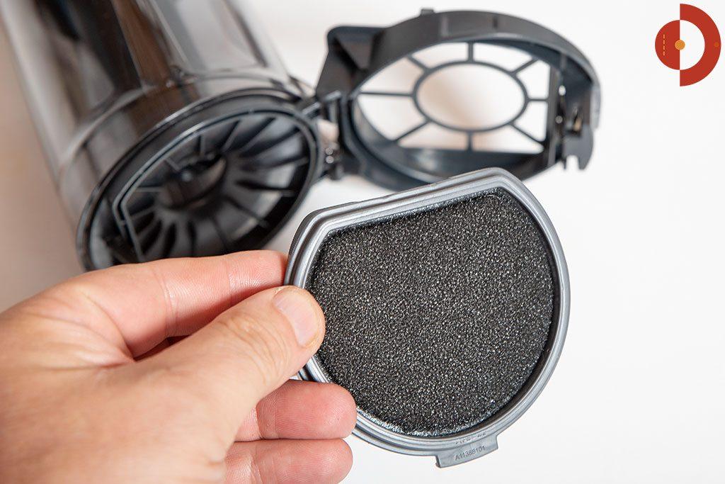 Akkustaubsauger-AEG-FX9-1-IBM-Test-Schmutzbehaelter-Filter-2