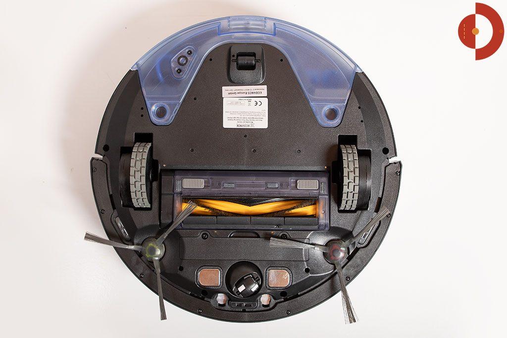 Ecovacs-Robotics-Deebot-OZMO-930-Test-Roboter-Unteransicht