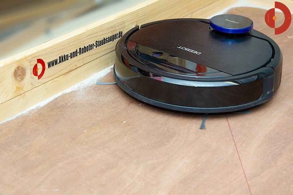 Ecovacs-Robotics-Deebot-OZMO-930-Test-Saugtest-Rand