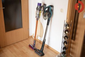 Philips-SpeedPro-Max-Plus-Aqua-XC8147-Dyson-V10-Vergleich
