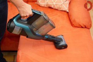 Philips-SpeedPro-Max-Plus-Aqua-XC8147-Test-Couch-saugen