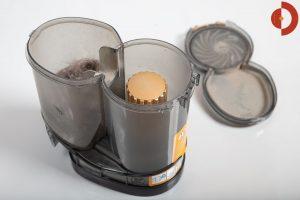 Philips-SpeedPro-Max-Plus-Aqua-XC8147-Test-Schmutzbehaelter-geoeffnet