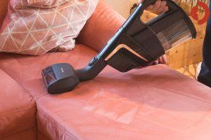 Miele-Triflex-HX1-Cat-Dog-3-Test-Couch-saugen