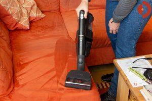 Miele-Triflex-HX1-Cat-Dog-3-Test-Couch-saugen2