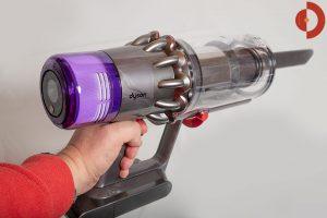 Dyson-V11-Absolute-Test-Akkustaubsauger-hand