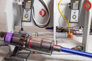 Dyson-V11-Absolute-Test-Messstation-um-Saugleistung-ausmessen