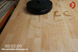 Ecovacs-Deebot-Ozmo-T8-AIVI-Laminat-Wischtest-2