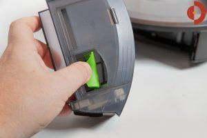 iRobot-Roomba-i7-Plus-Test-Absaugoeffnung-2