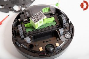 iRobot-Roomba-i7-Plus-Test-Akku-wechseln
