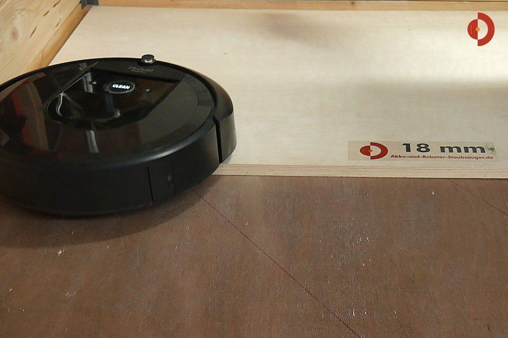 iRobot-Roomba-i7-Plus-Tuerschwellen-Test-Saugroboter